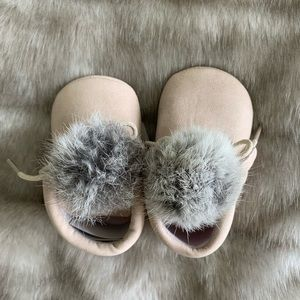 NWT Baby pompon booties 6-12 months